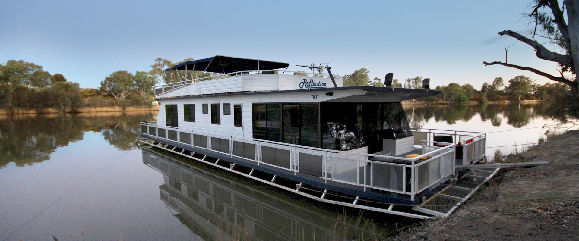 Reflection on the Murray - Boutique Houseboat